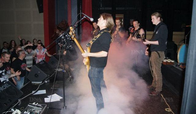 le-festival-rock-de-schirrhein-s-acheve-toujours-par-un-boeuf-enfievre-sur-la-scene-de-l-esc-photo-archives-dna