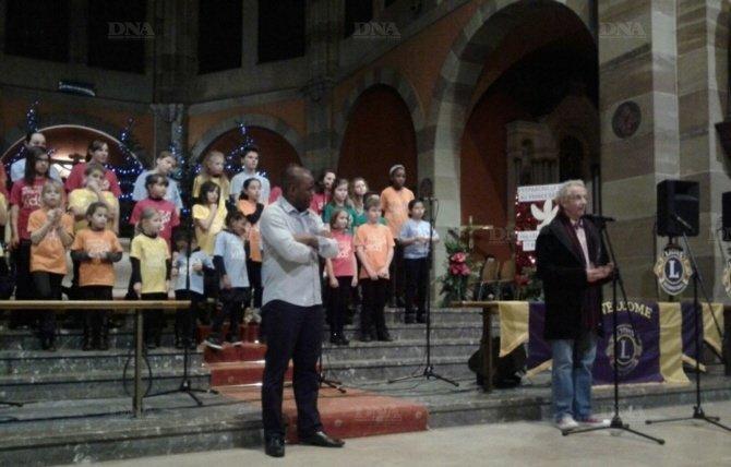 les-acteurs-d-une-solidarite-active-les-gospels-kids-le-pere-ledogar-et-le-lions-club-erstein-benfeld-photo-dna