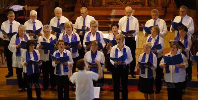 un-public-tres-nombreux-est-venu-assister-au-concert-de-la-chorale-sainte-cecile-dr-1446662779